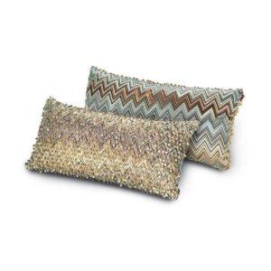Cushions, plaids and pouffes